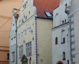 Trzej Bracia (trzy specyficzne kamienice) mieszkają w Rydze, natomiast trzy siostry znajdziemy w Tallinnie